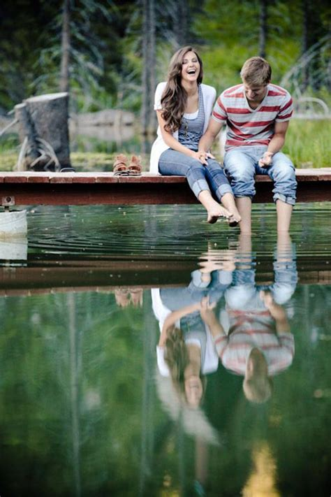 15 Adorable Couple Poses To Inspire Your Engagement Photo